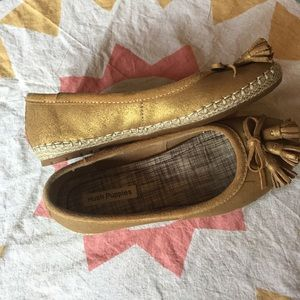 Hush Puppies Shoes - Hush Puppies // Golden Tassel Moccasins // 7
